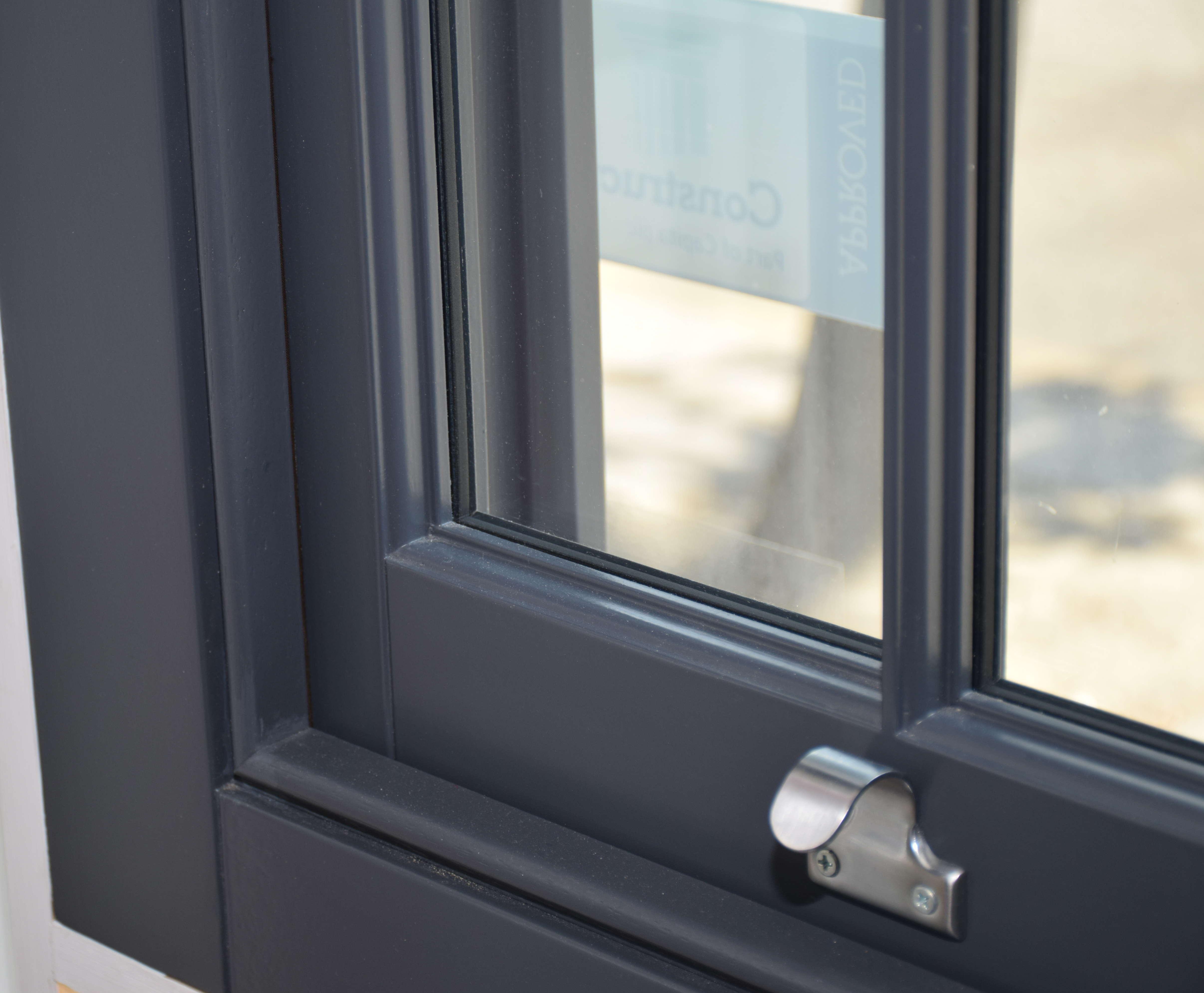 bespoke_windows_london_ltd_.traditional_sash_windows_with_slimline_glassJPGforwebsite